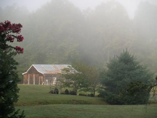 Key Falls Inn : Early morning on the grounds