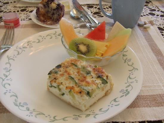 The Sonata Inn: Another typical breakfast