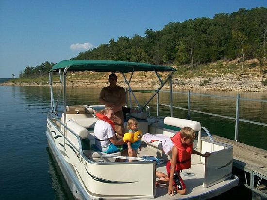 Rocky Hide-a-Way Cottages: Rocky Hallow private dock on Bull Shoals