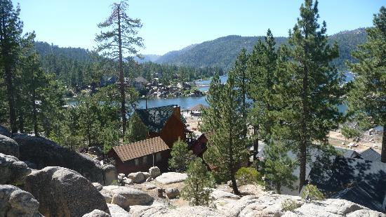 Big Bear Cool Cabins: this is the back of the house