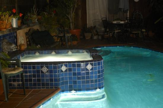 Holiday House Bed & Breakfast: Relax in the hot tub every night