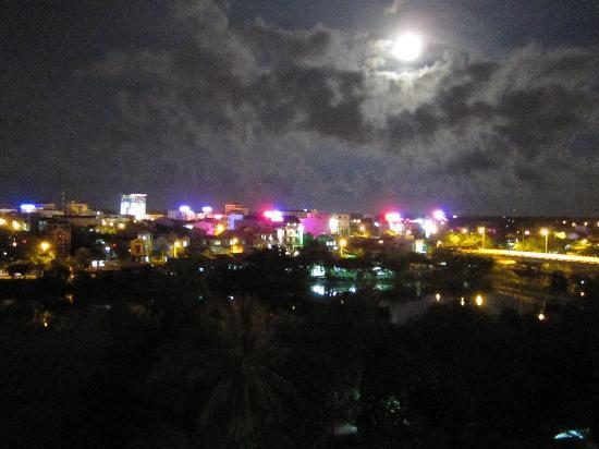 Vina Hotel Hue: Quiet moonlit night