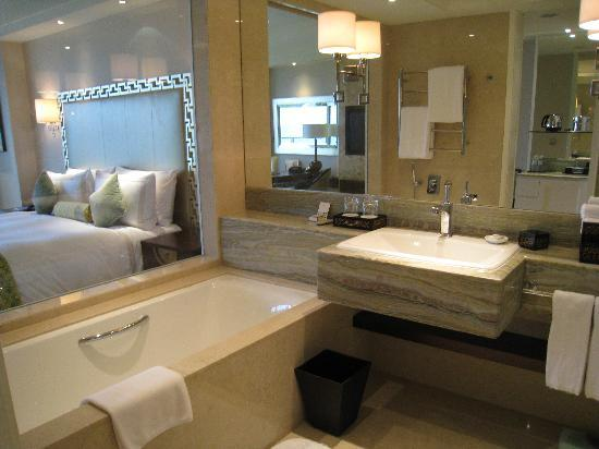 Fairmont Yangcheng Lake : Deluxe room with Lake view