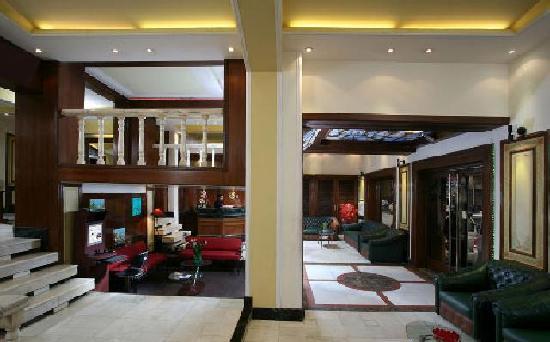 Raja Hotel: lobby