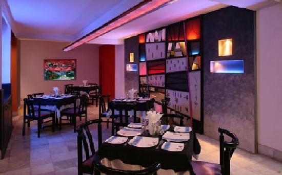 Raja Hotel: Restaurant
