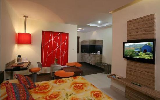 Raja Hotel: Room