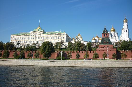 Holiday Inn Moscow Sokolniki: Vistas desde la otra orilla del Neva