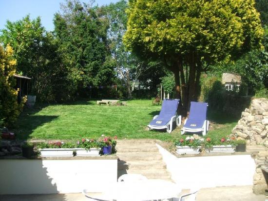 Chez Louisette : Le Jardin