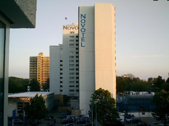 asa as arata cu botox :)))) - Picture of Holiday Inn