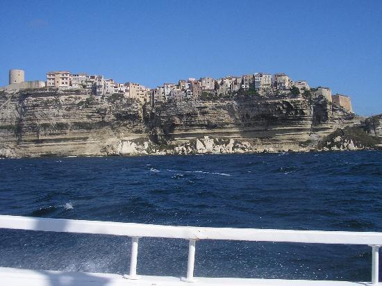 Les Calanche Cliffs : bonifacio vista dal mare