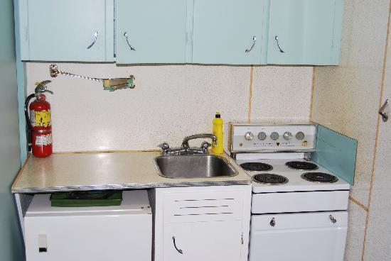 Wedgewood Motel: Kitchen