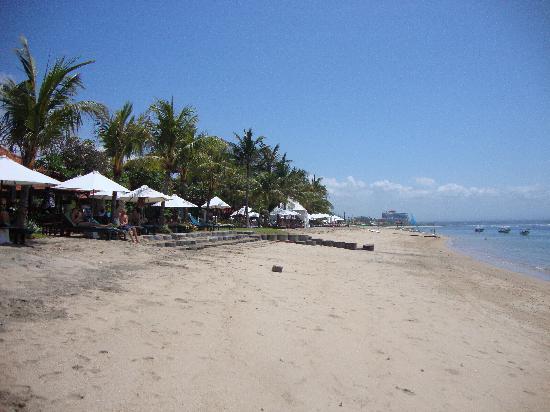Bumi Ayu Bungalows: Beach