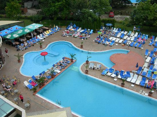 Laguna Park Hotel: View of pool from roof.