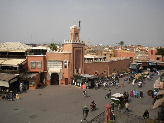 Riad Bahia Salam: La plaza desde una terraza