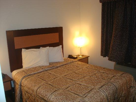 Super 8 Brooklyn / Park Slope Hotel: Room picture