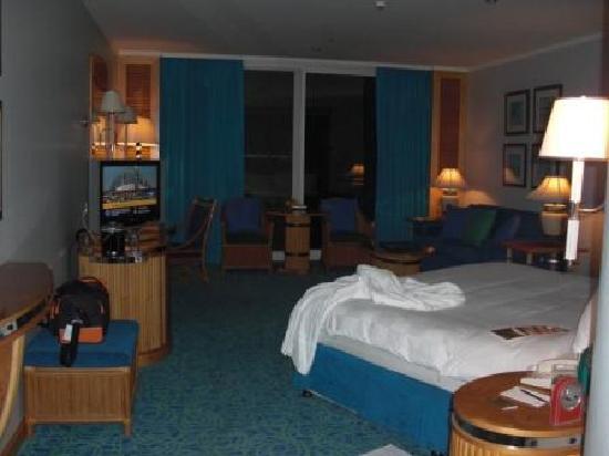 Jumeirah Beach Hotel: sehr schönes und großes Zimmer mit Balkon