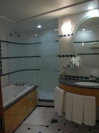 Jumeirah Beach Hotel: schönes, großes Bad