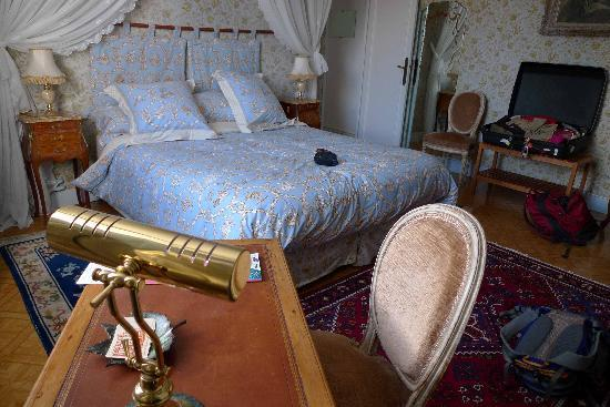 Manoir de Beauregard : Montmartre bedroom on top floor