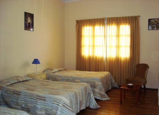 Los Andes Bed & Breakfast: Camas en uno de los cuartos