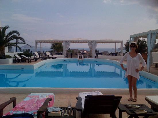 Porto Scoutari Romantic Hotel : View from the hotel over looking pool