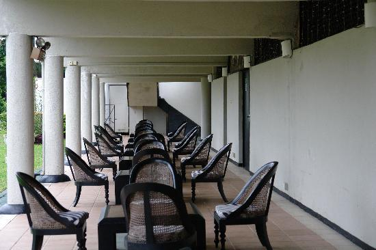 Cinnamon Citadel Kandy: Traditional seating