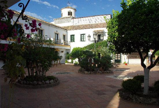 Globales Pueblo Andaluz: La cour centrale de l'hotel