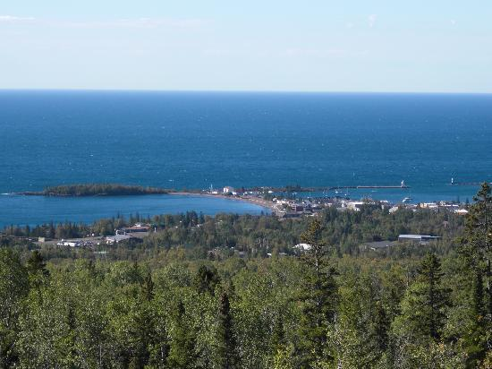 Harbor Inn Restaurant & Motel: View of Grand Marais from the Gunflint Trail