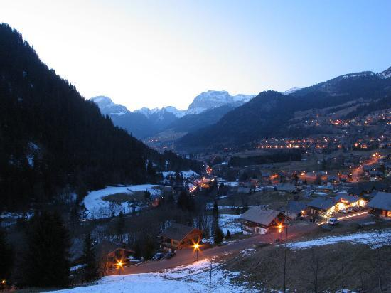 Chalet L'Etringa: View from the chalet's balcony at night