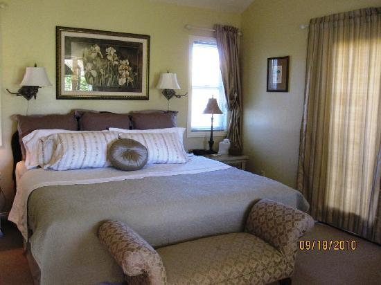 Canyons Bed and Breakfast: Plush comfortable bed