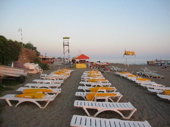 Grand Uysal Apart Hotel: Aftenbillede fra stranden. Der bliver meget hurtigt dybt.