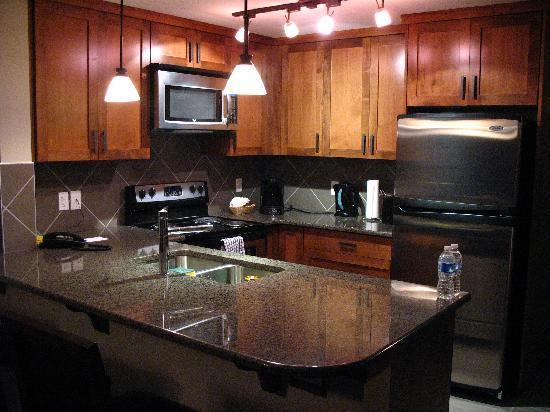 Stoneridge Mountain Resort by CLIQUE : Kitchen