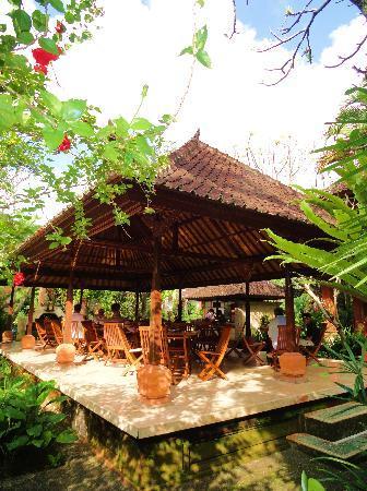 Puri Saraswati Bungalows : patio du petit déjeuner