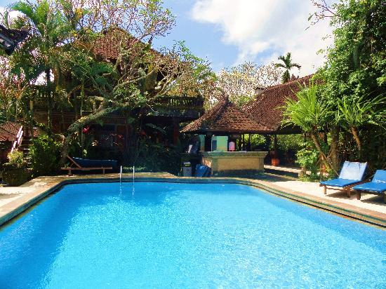 Puri Saraswati Bungalows: la piscine