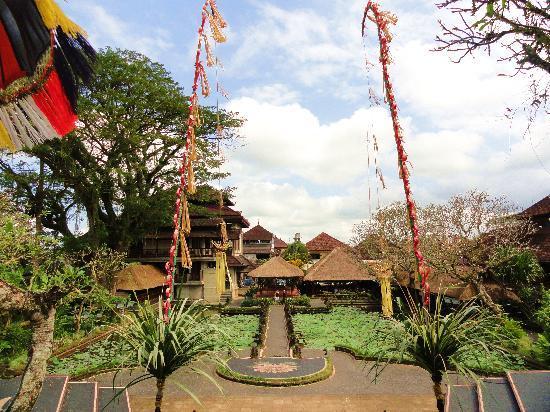 Puri Saraswati Bungalows: Palais royal au fond du jardin