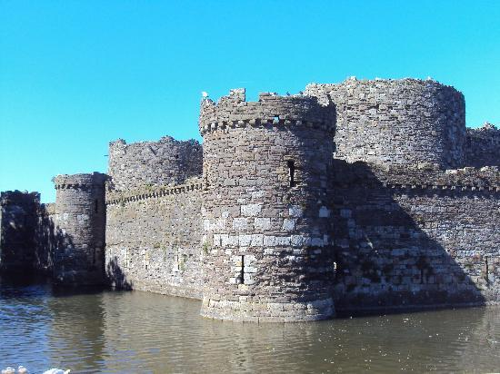 Beaumaris, UK: Walls of the castle