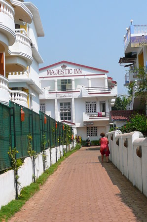 Majestic Inn: Front view