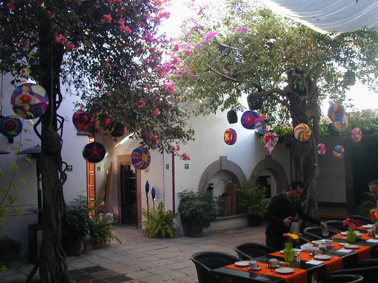 Villa del Villar: Breakfast in the Courtyard