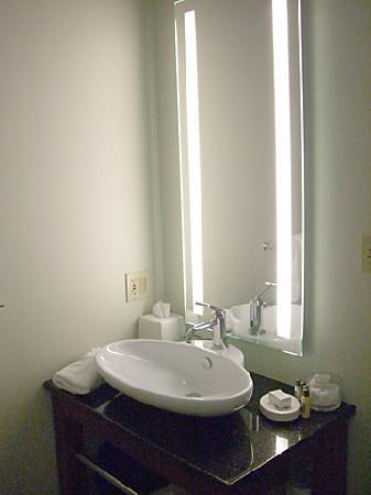 Centennial Hotel: Bathroom