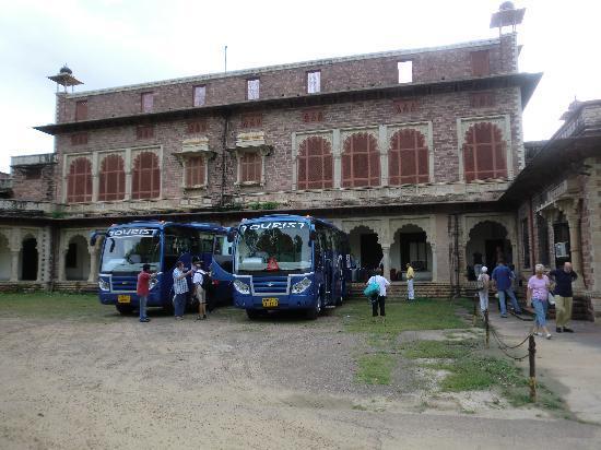 WelcomHeritage Umed Bhawan Palace: von außen