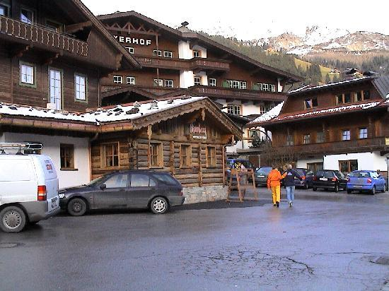 Hotel Alpin Spa Tuxerhof: Hotel mit Apres-Ski-Bar
