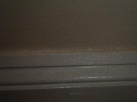 Wenlock House: DUST ON SKIRTING BOARDS