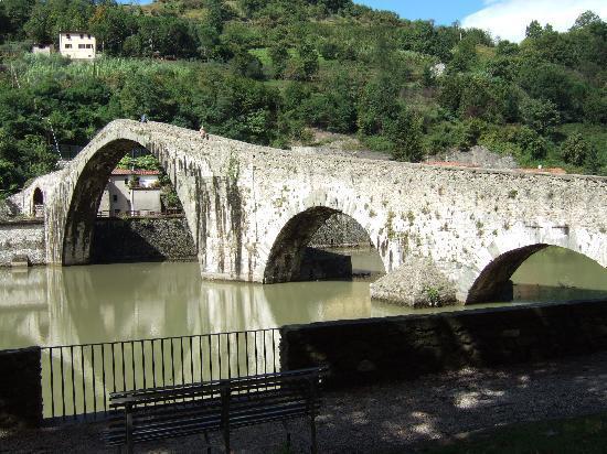 B&B Villa Rosalena: Devils Bridge , well worth the walk