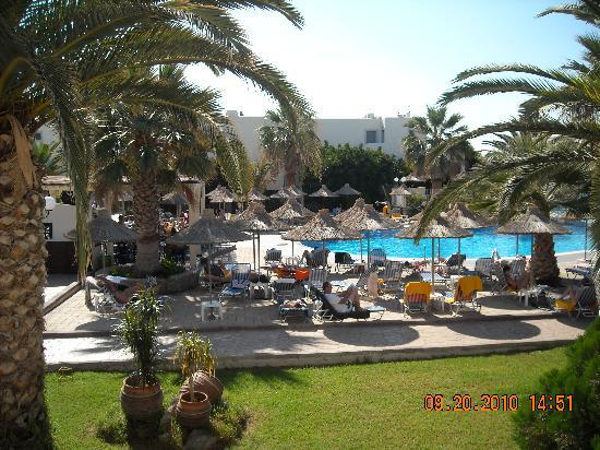 Europa Beach Hotel : piscine, farniente assuré