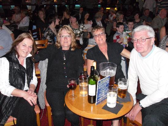 ذا كريمر جيست هاوس: Val, Gail, Betty & Jim at The legends Show (26th Sept 2010)