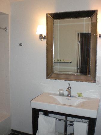 L.A. Sky Boutique Hotel: il bagno