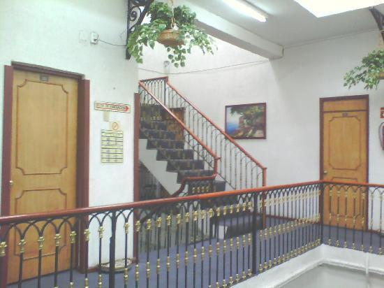 Hotel Washington: Vista interior del hotel