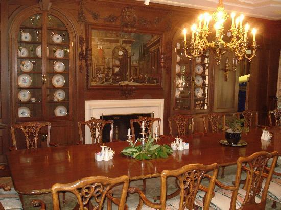 The Inn at Villanova University: dining room at mansion