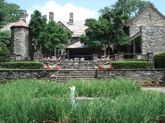 The Inn at Villanova University: courtyard