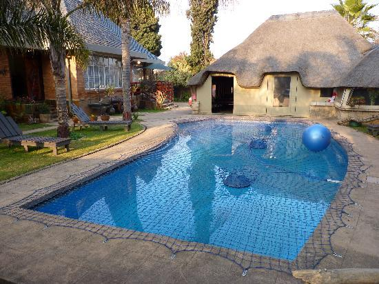 Sunrock Guesthouse: Pool and lapa