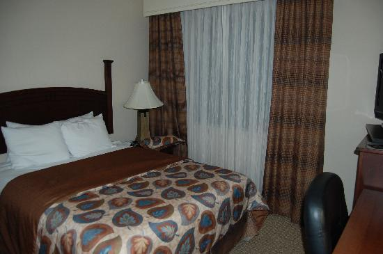 Staybridge Suites Durham-Chapel Hill-RTP: Great rooms...comfortable beds